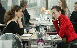 Ep94_carrie_woman_restauran
